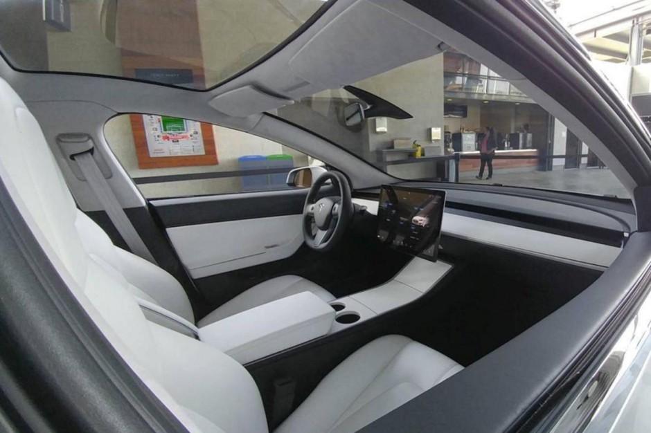 Tesla model 3 premi re photo de l 39 int rieur photo 1 for Interieur tesla model s