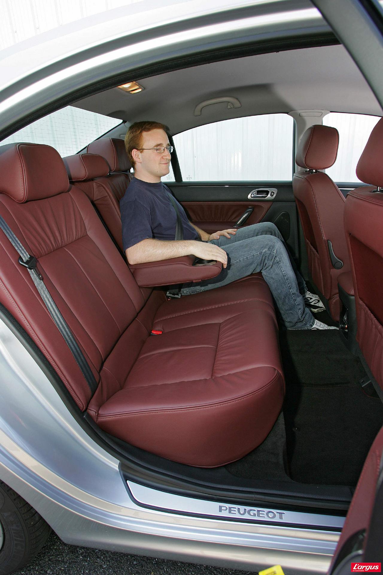 Peugeot 607 laquelle choisir for Interieur 607 peugeot