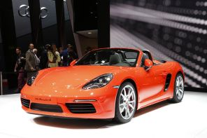 3/4 avant porsche 718 boxster s orange