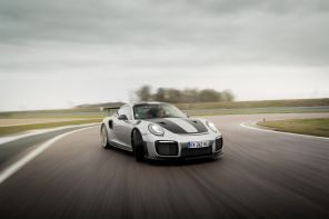 Porsche 911 GT2 RS Weissach action avant