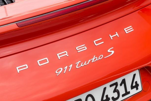 prix porsche 911 turbo et turbo s partir de 177 695. Black Bedroom Furniture Sets. Home Design Ideas