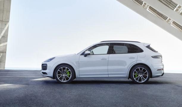 porsche cayenne hybride 2018 nouvelle r f rence l 39 argus. Black Bedroom Furniture Sets. Home Design Ideas