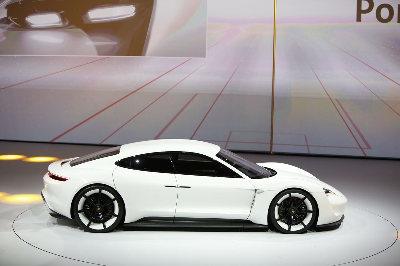 porsche mission e le concept 100 lectrique de porsche photo 6 l 39 argus. Black Bedroom Furniture Sets. Home Design Ideas