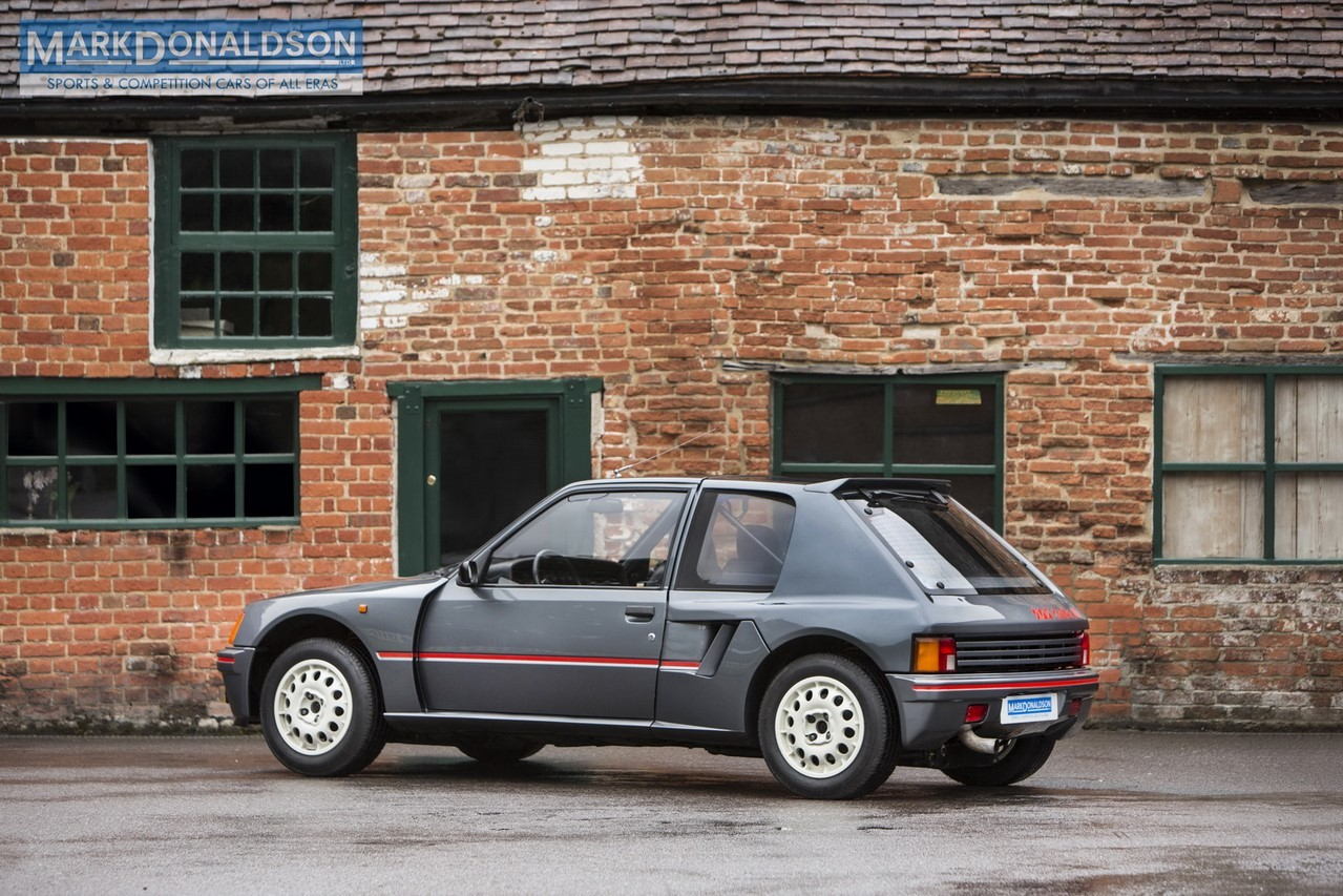 une peugeot 205 turbo 16 de route sur le march photo 3 l 39 argus. Black Bedroom Furniture Sets. Home Design Ideas