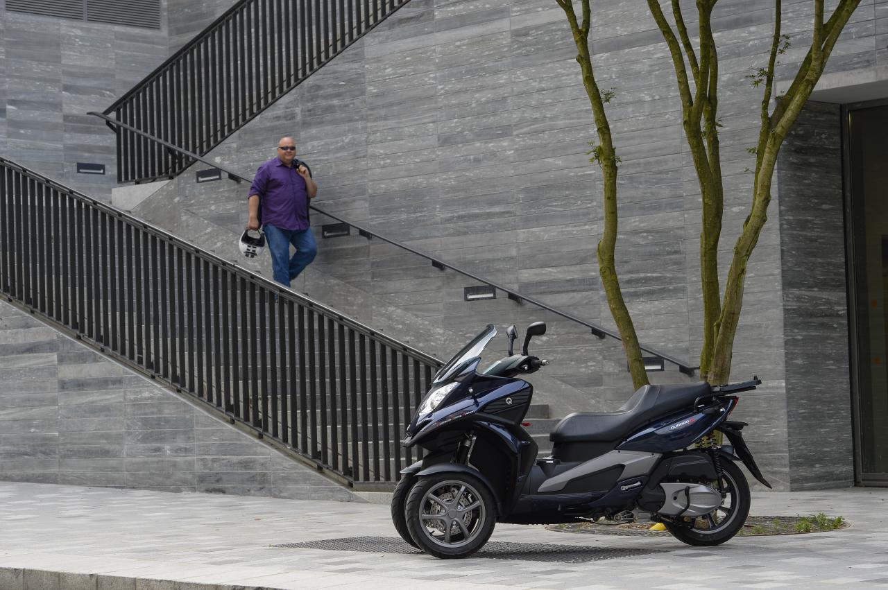 essai du scooter trois roues quadro 3d 350s photo 8 l 39 argus. Black Bedroom Furniture Sets. Home Design Ideas