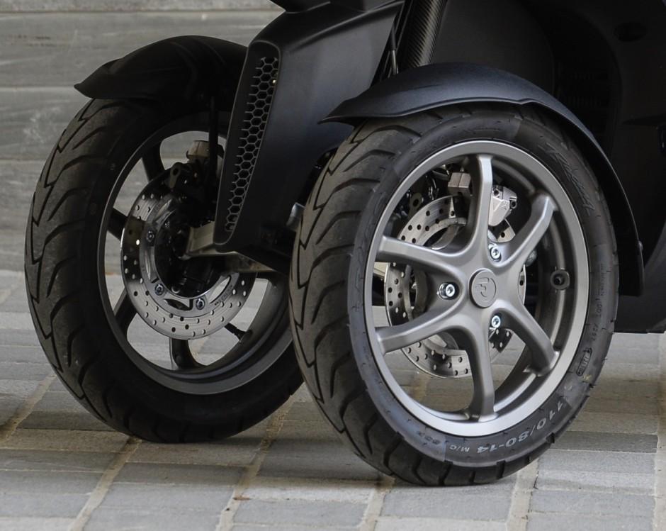 essai du scooter trois roues quadro 3d 350s photo 26. Black Bedroom Furniture Sets. Home Design Ideas