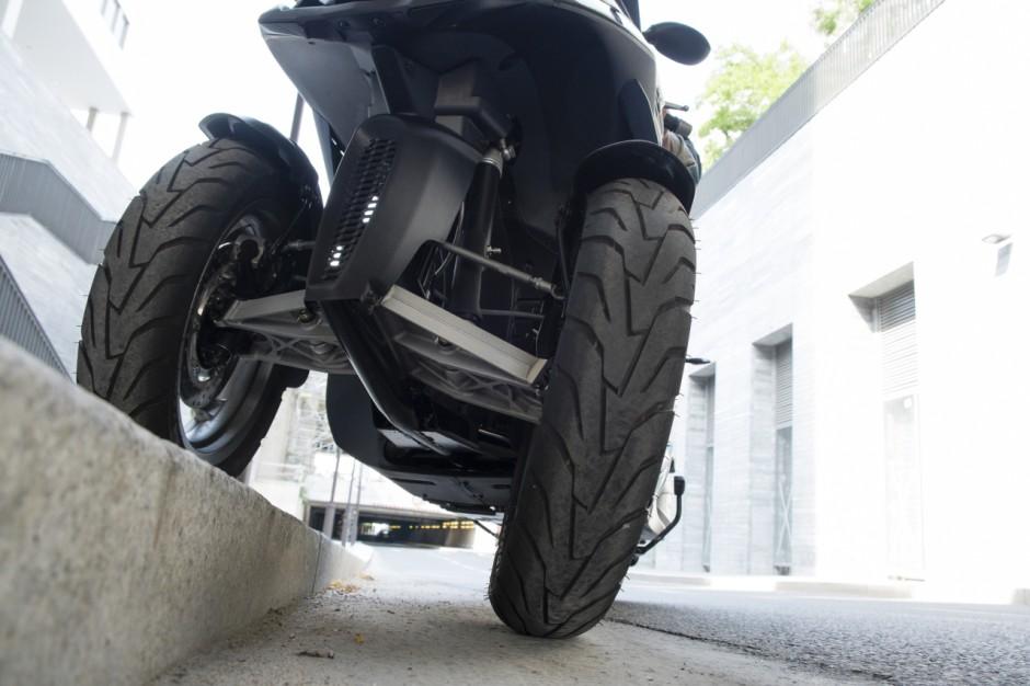 essai du scooter trois roues quadro 3d 350s photo 1 l 39 argus. Black Bedroom Furniture Sets. Home Design Ideas