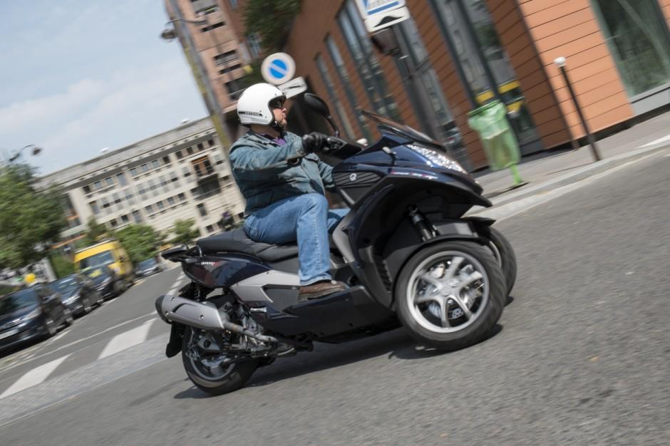essai du scooter trois roues quadro 3d 350s photo 4. Black Bedroom Furniture Sets. Home Design Ideas