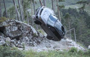 Range Rover James Bond saut