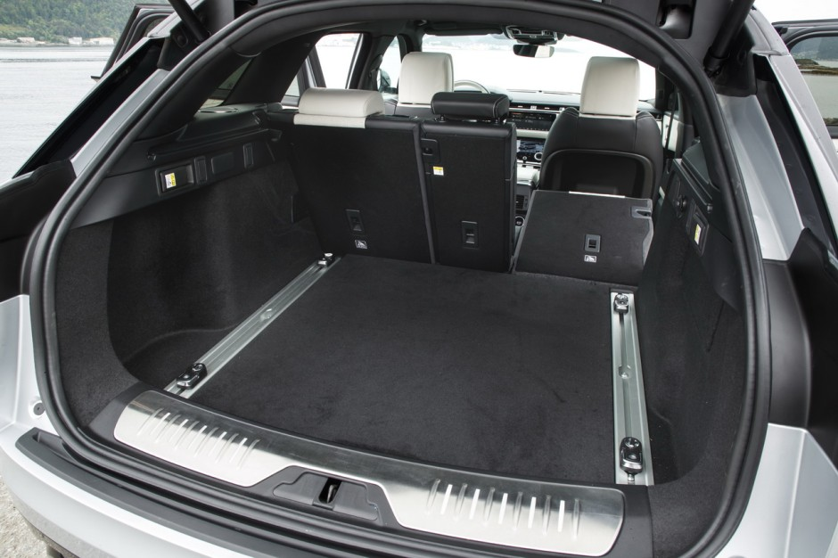essai range rover velar notre avis sur le diesel 240 ch photo 12 l 39 argus. Black Bedroom Furniture Sets. Home Design Ideas