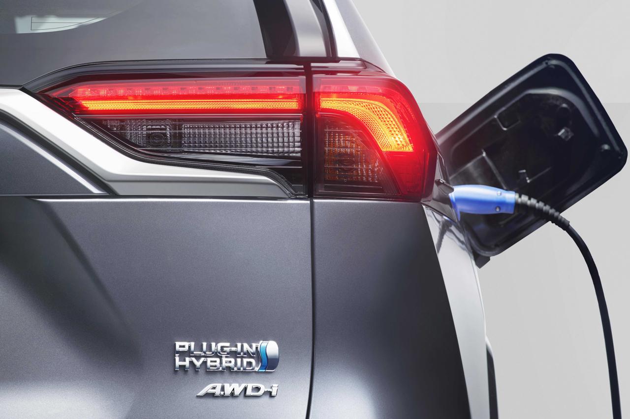 Toyota RAV4 (2021). Prix de la version hybride rechargeable de 306 ch