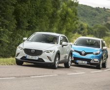 Essai comparatif entre un Renault Captur 2015 Intens bleu et un Mazdca CX-3 Dynamique blanc