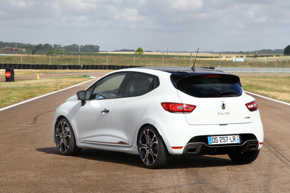 essai comparatif renault clio rs trophy vs 208 gti by peugeot sport photo 75 l 39 argus. Black Bedroom Furniture Sets. Home Design Ideas