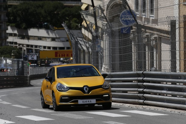 renault clio rs trophy le tour du circuit de monaco en vid o l 39 argus. Black Bedroom Furniture Sets. Home Design Ideas