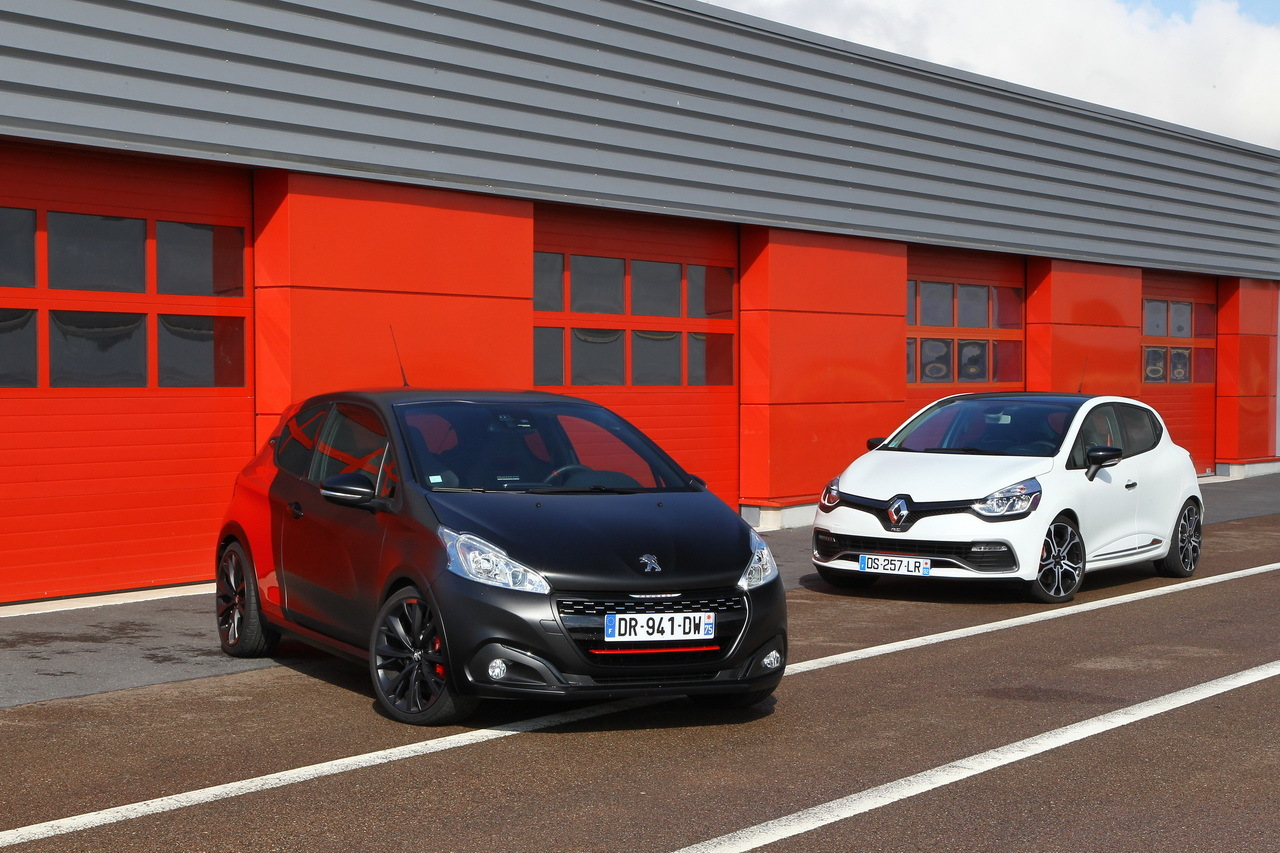 essai comparatif renault clio rs trophy vs 208 gti by peugeot sport photo 90 l 39 argus. Black Bedroom Furniture Sets. Home Design Ideas