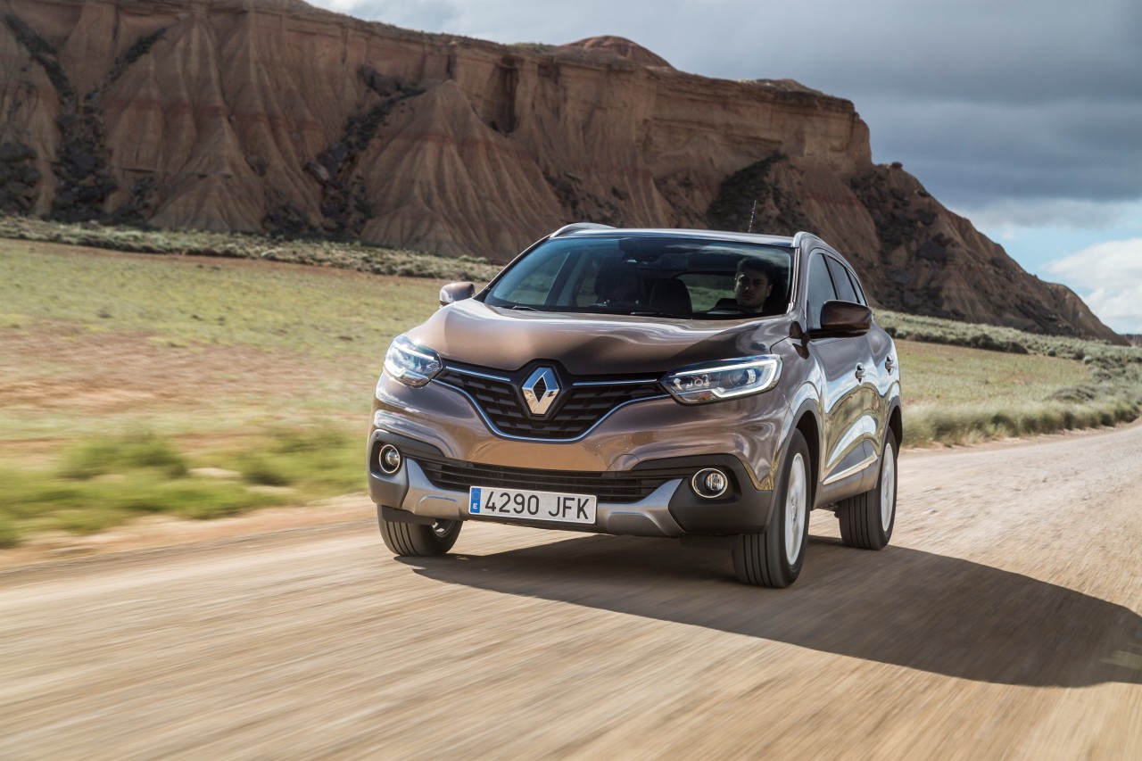 renault kadjar 2015 d couvrez le nouveau suv renault en action photo 1 l 39 argus. Black Bedroom Furniture Sets. Home Design Ideas