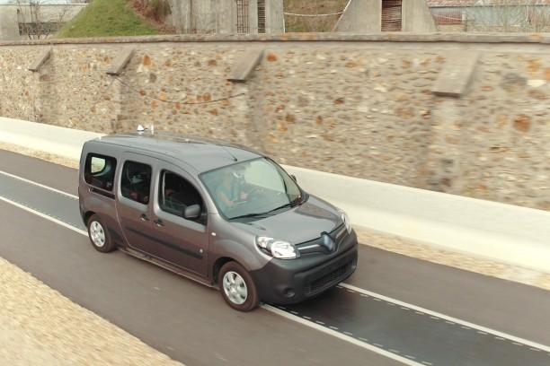 renault exp rimente une route pour recharger les voitures lectriques l 39 argus. Black Bedroom Furniture Sets. Home Design Ideas