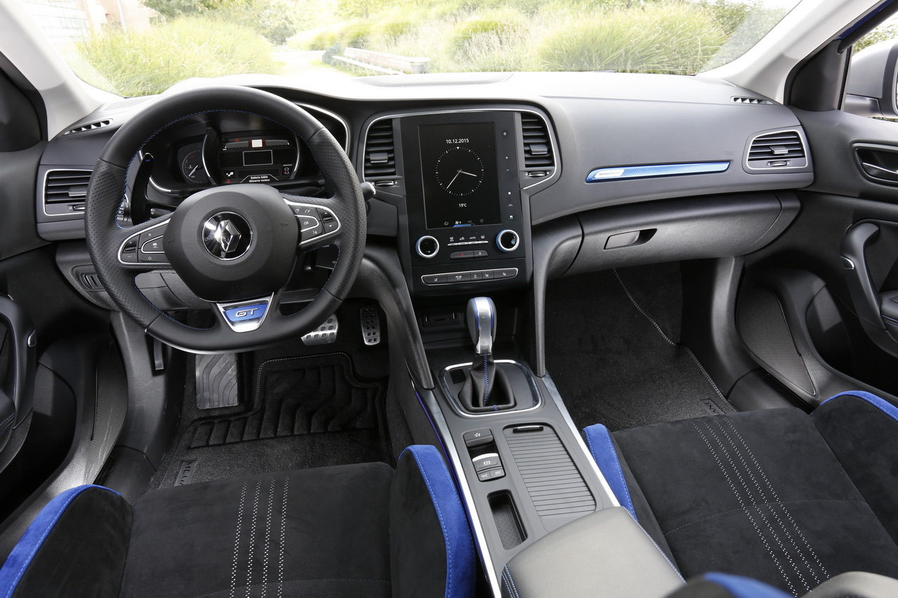Renault m gane 4 vs peugeot 308 premier match photo for Interieur nouvelle megane