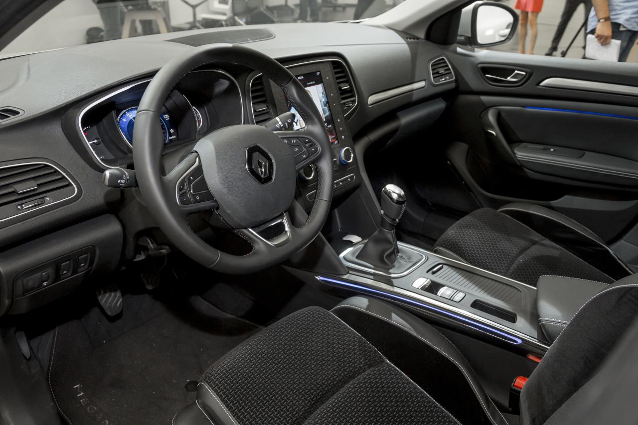 Renault m gane 2016 vid o bord de la nouvelle m gane 4 for Renault 6 interieur