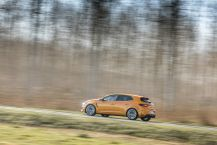 Renault Mégane RS orange filé gauche