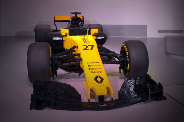 b31d26e2a244 Afin de célébrer les 40 ans de Renault en F1, le team Renault Sport Formula  One et Lego s associent et mettent en place diverses animations à l Atelier  ...