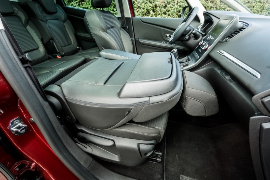 renault sc nic 1 3 tce vs 1 5 dci essence ou diesel lequel choisir photo 52 l 39 argus. Black Bedroom Furniture Sets. Home Design Ideas