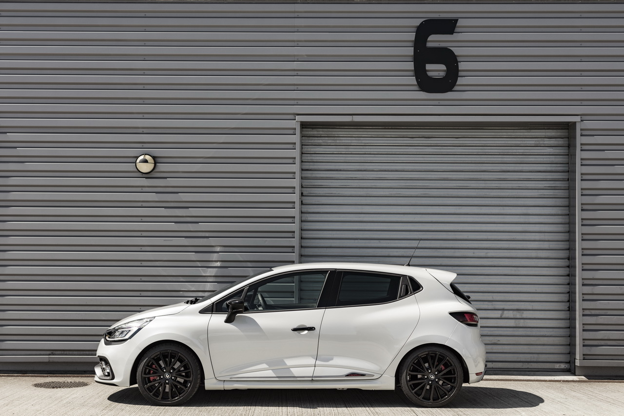 essai clio rs trophy 2016 un restylage sans d rapage photo 7 l 39 argus. Black Bedroom Furniture Sets. Home Design Ideas