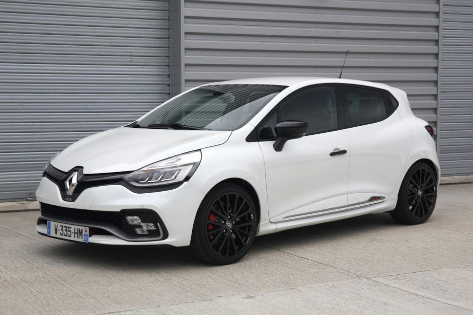 essai clio rs trophy 2016 un restylage sans d rapage. Black Bedroom Furniture Sets. Home Design Ideas