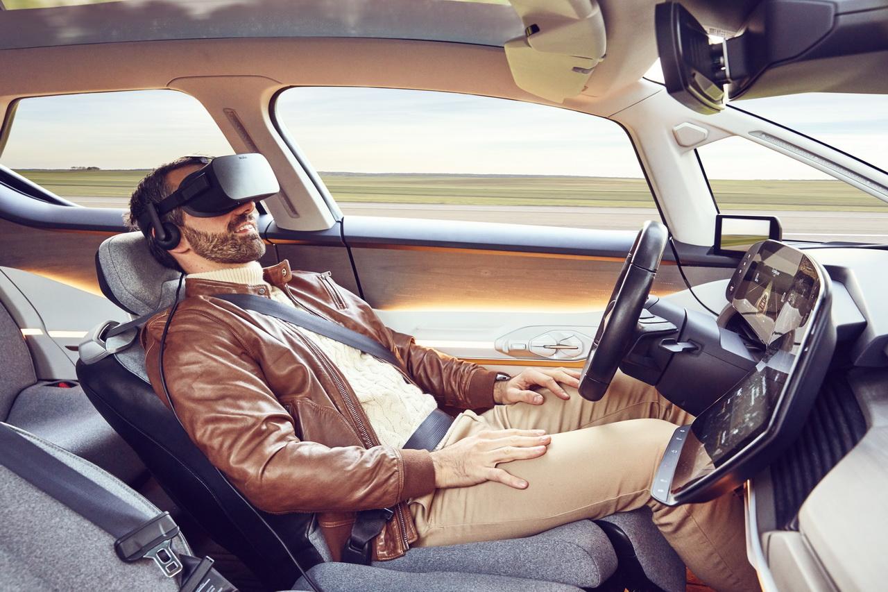 voiture autonome sans les mains au volant du renault symbioz vid o photo 16 l 39 argus. Black Bedroom Furniture Sets. Home Design Ideas