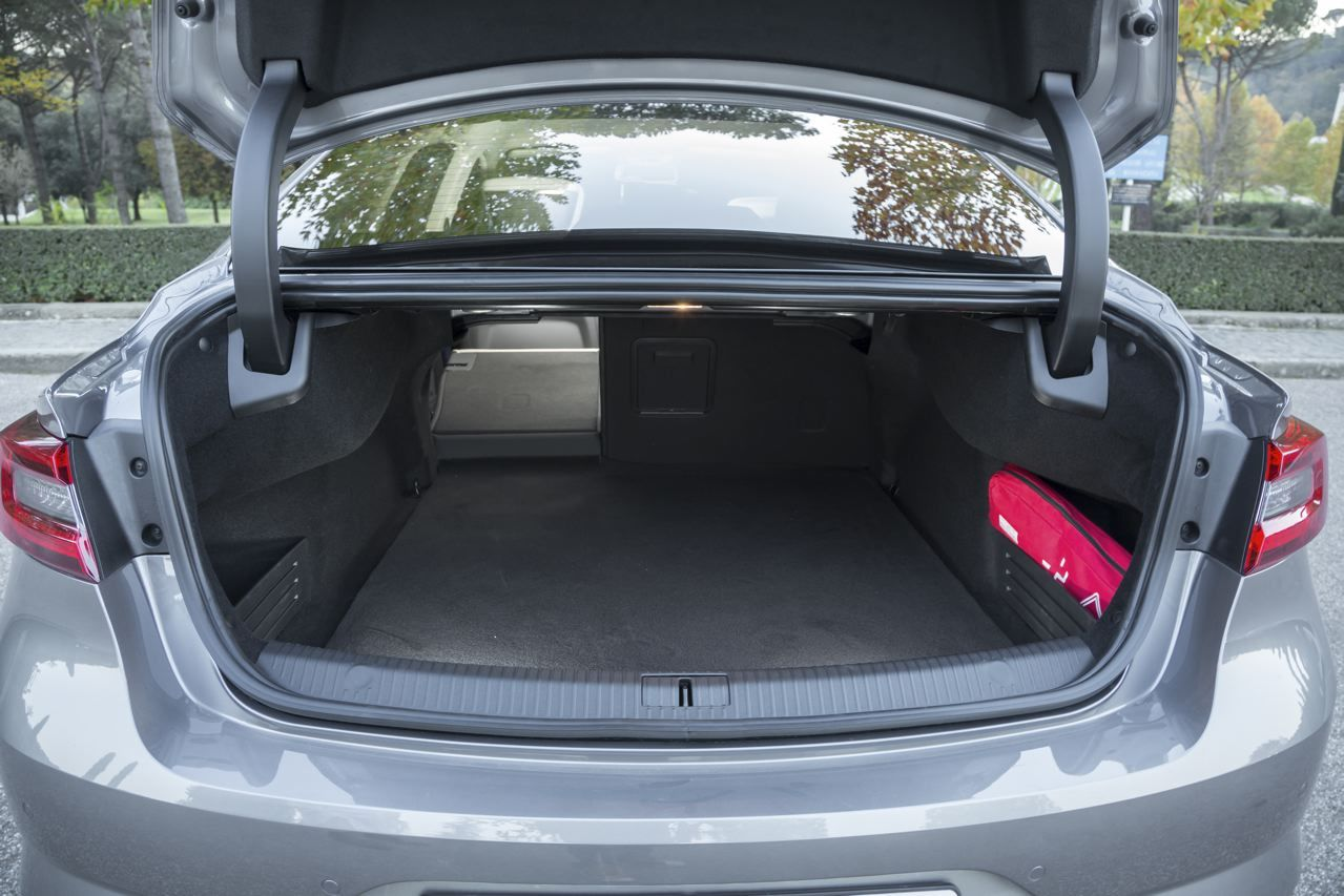 essai renault talisman notre avis sur la nouvelle familiale renault photo 44 l 39 argus. Black Bedroom Furniture Sets. Home Design Ideas
