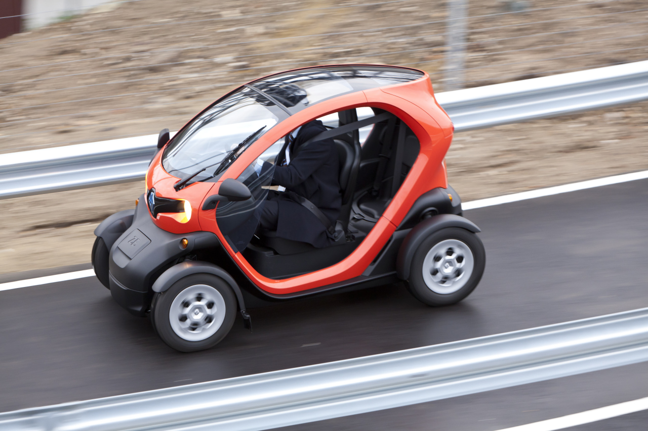 le renault twizy devient accessible d s 14 ans l 39 argus. Black Bedroom Furniture Sets. Home Design Ideas