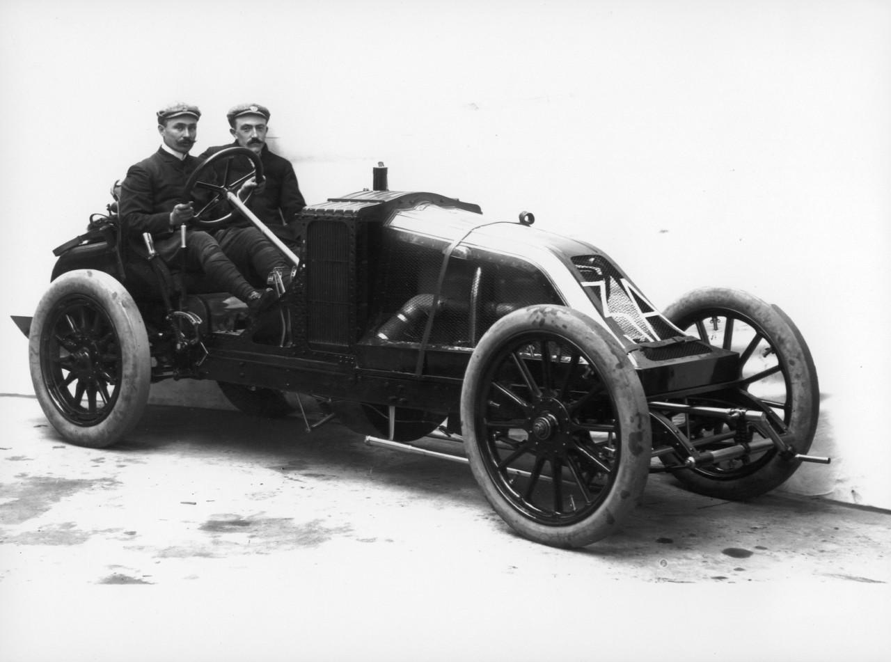 renault et le sport automobile plus de 115 ans d 39 histoire en images renault type ak l 39 argus. Black Bedroom Furniture Sets. Home Design Ideas