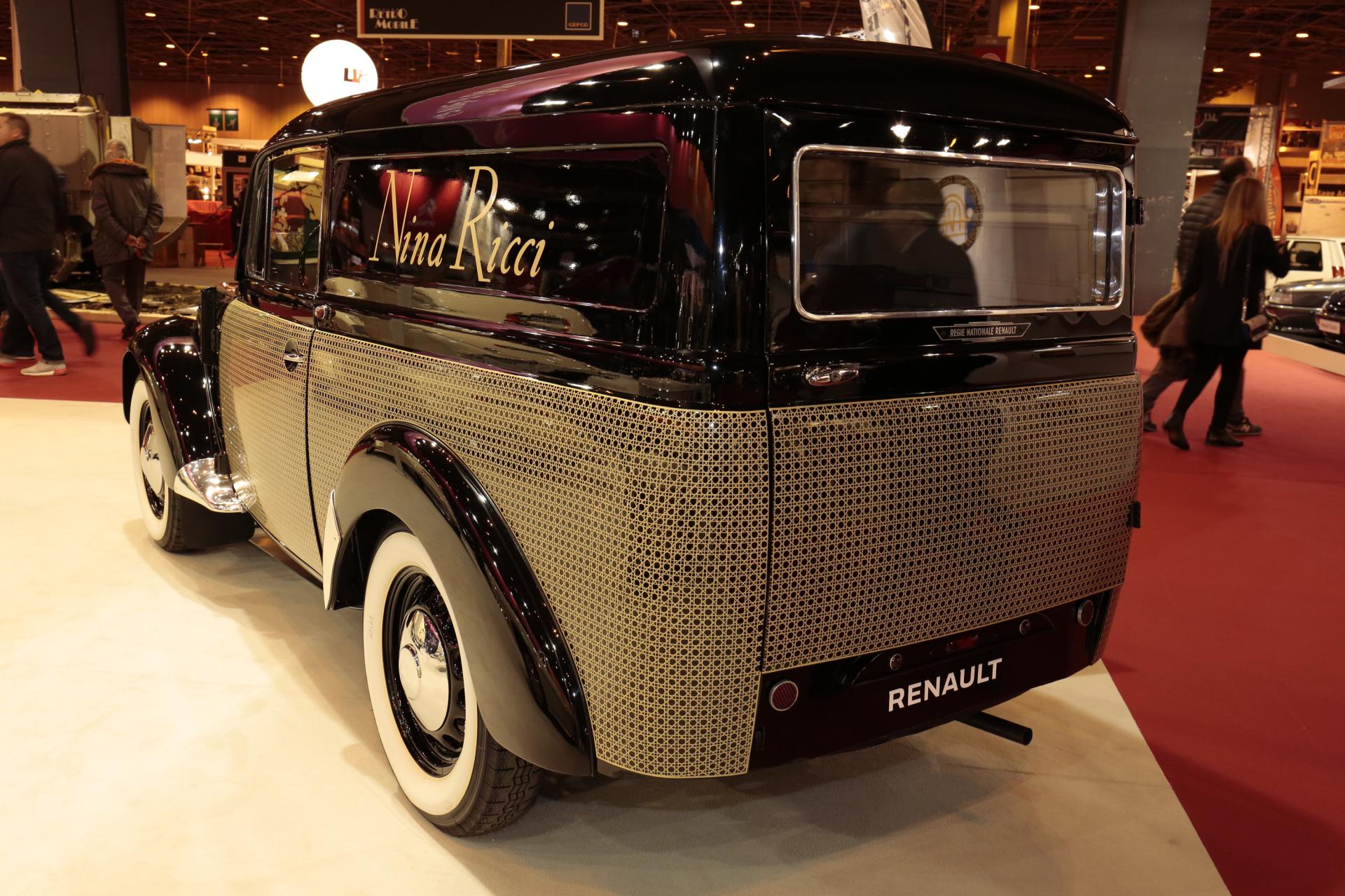 r tromobile 2017 le stand renault en images renault juvaquatre 1950 l 39 argus. Black Bedroom Furniture Sets. Home Design Ideas