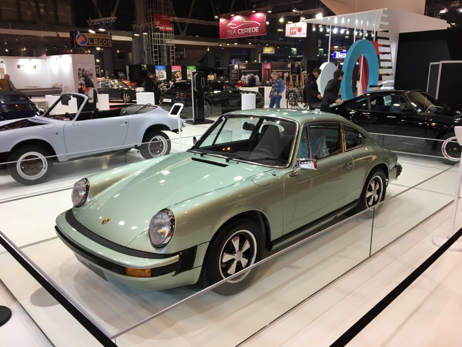 r tromobile 2018 le stand porsche en vid o photo 2 l 39 argus. Black Bedroom Furniture Sets. Home Design Ideas