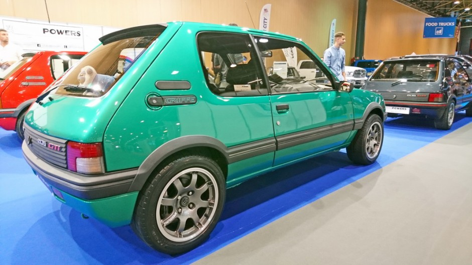 les insolites du salon automobile de lyon 2017 peugeot 205 gti griffe l 39 argus. Black Bedroom Furniture Sets. Home Design Ideas