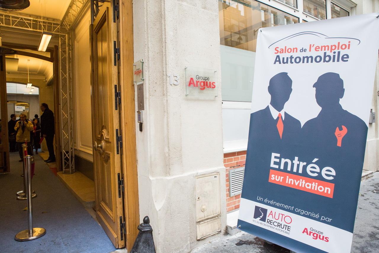 Plus de 1 000 visiteurs au salon de l 39 emploi automobile for Salon de l emploi