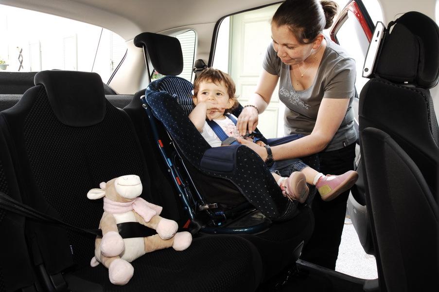 vacances bien attacher son enfant en voiture photo 7 l 39 argus. Black Bedroom Furniture Sets. Home Design Ideas