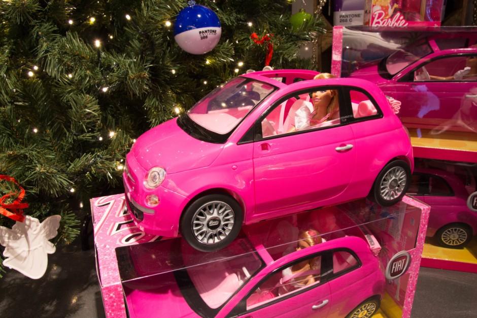 50 id es cadeaux no l pour les petits et grands fans d 39 automobile fiat 500 barbie prix 40. Black Bedroom Furniture Sets. Home Design Ideas
