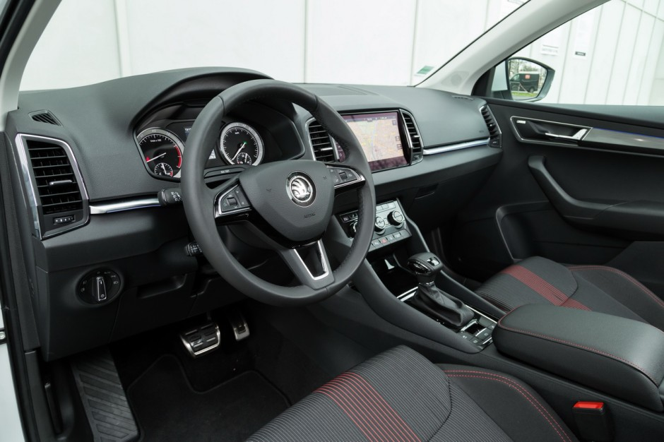 essai comparatif le skoda karoq d fie le peugeot 3008 photo 46 l 39 argus. Black Bedroom Furniture Sets. Home Design Ideas