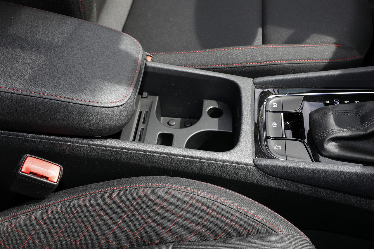essai comparatif le skoda karoq d fie le seat ateca photo 35 l 39 argus. Black Bedroom Furniture Sets. Home Design Ideas