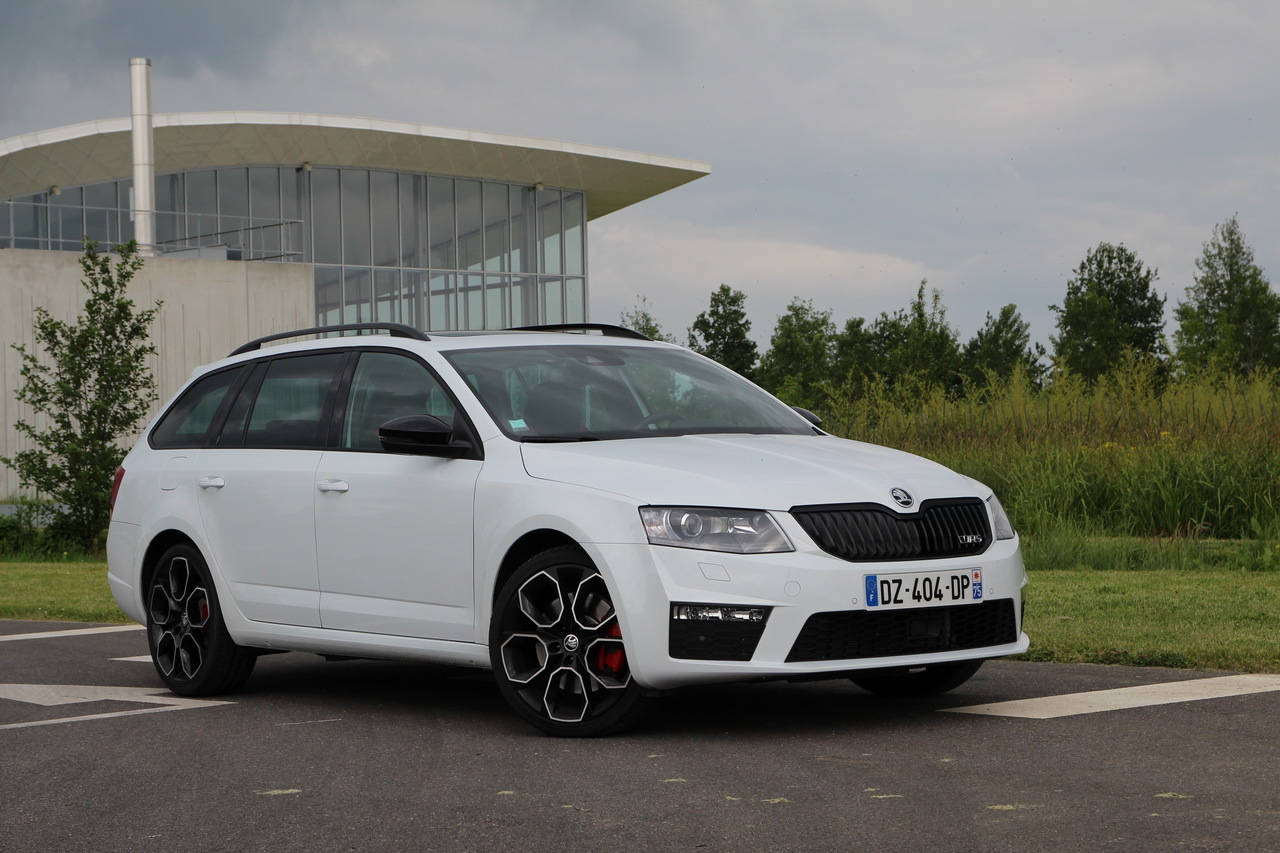 essai skoda octavia rs 230 combi la gti de la famille. Black Bedroom Furniture Sets. Home Design Ideas