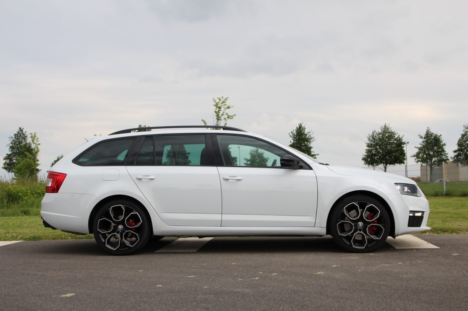 essai skoda octavia rs 230 combi la gti de la famille photo 37 l 39 argus. Black Bedroom Furniture Sets. Home Design Ideas
