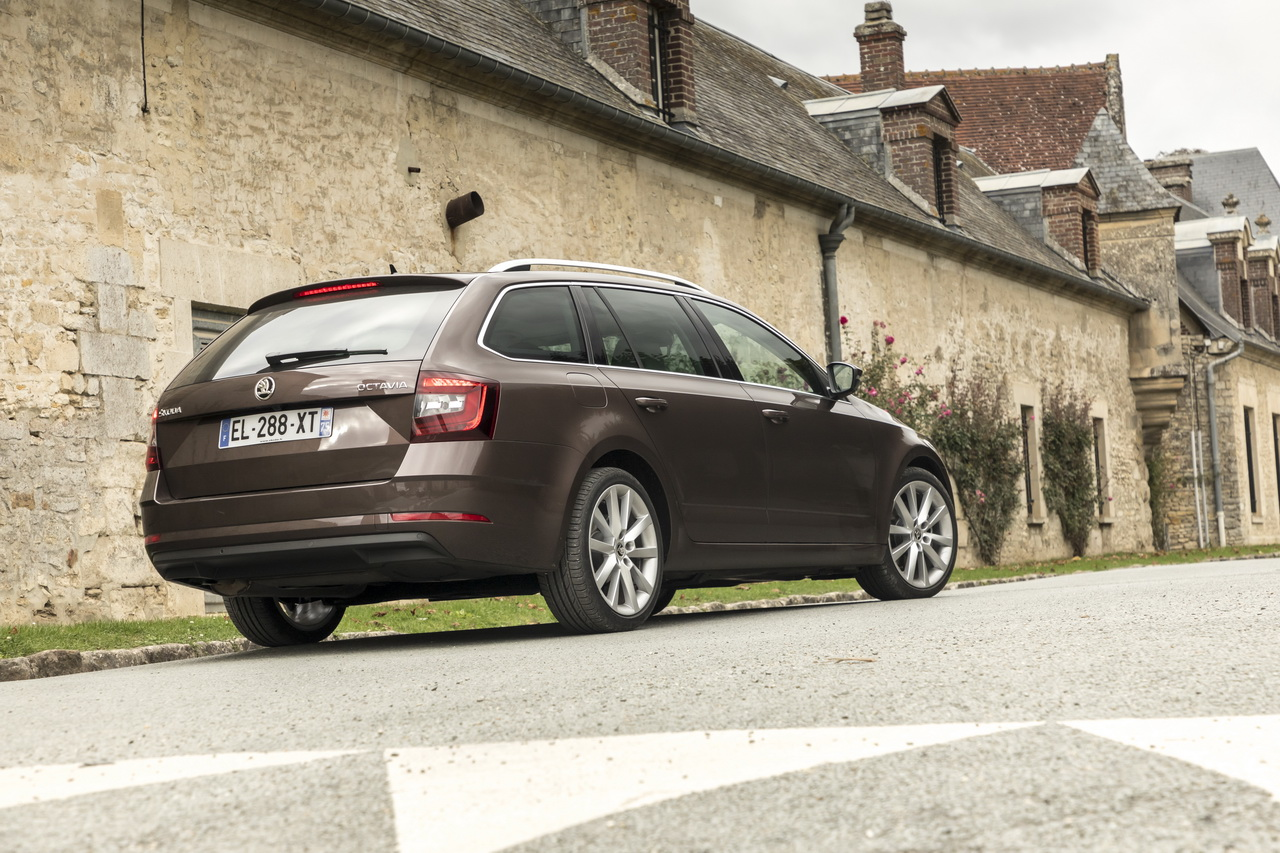 prix skoda octavia 1 5 tsi et s rie limit e clever photo 4 l 39 argus. Black Bedroom Furniture Sets. Home Design Ideas