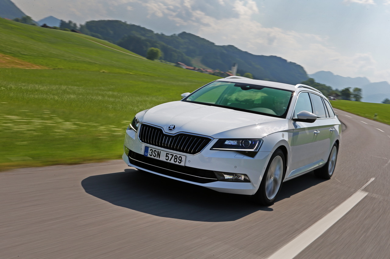 essai nouvelle skoda superb combi 2015 l 39 l gant cargo photo 2 l 39 argus. Black Bedroom Furniture Sets. Home Design Ideas