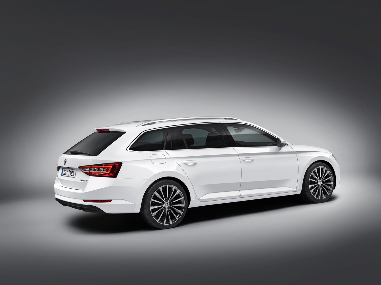 skoda superb combi 2015 voici le nouveau break superb l 39 argus. Black Bedroom Furniture Sets. Home Design Ideas