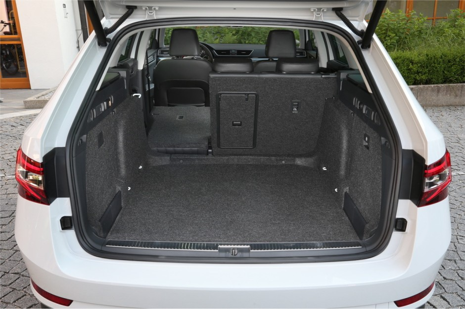 essai nouvelle skoda superb combi 2015 l 39 l gant cargo photo 9 l 39 argus. Black Bedroom Furniture Sets. Home Design Ideas