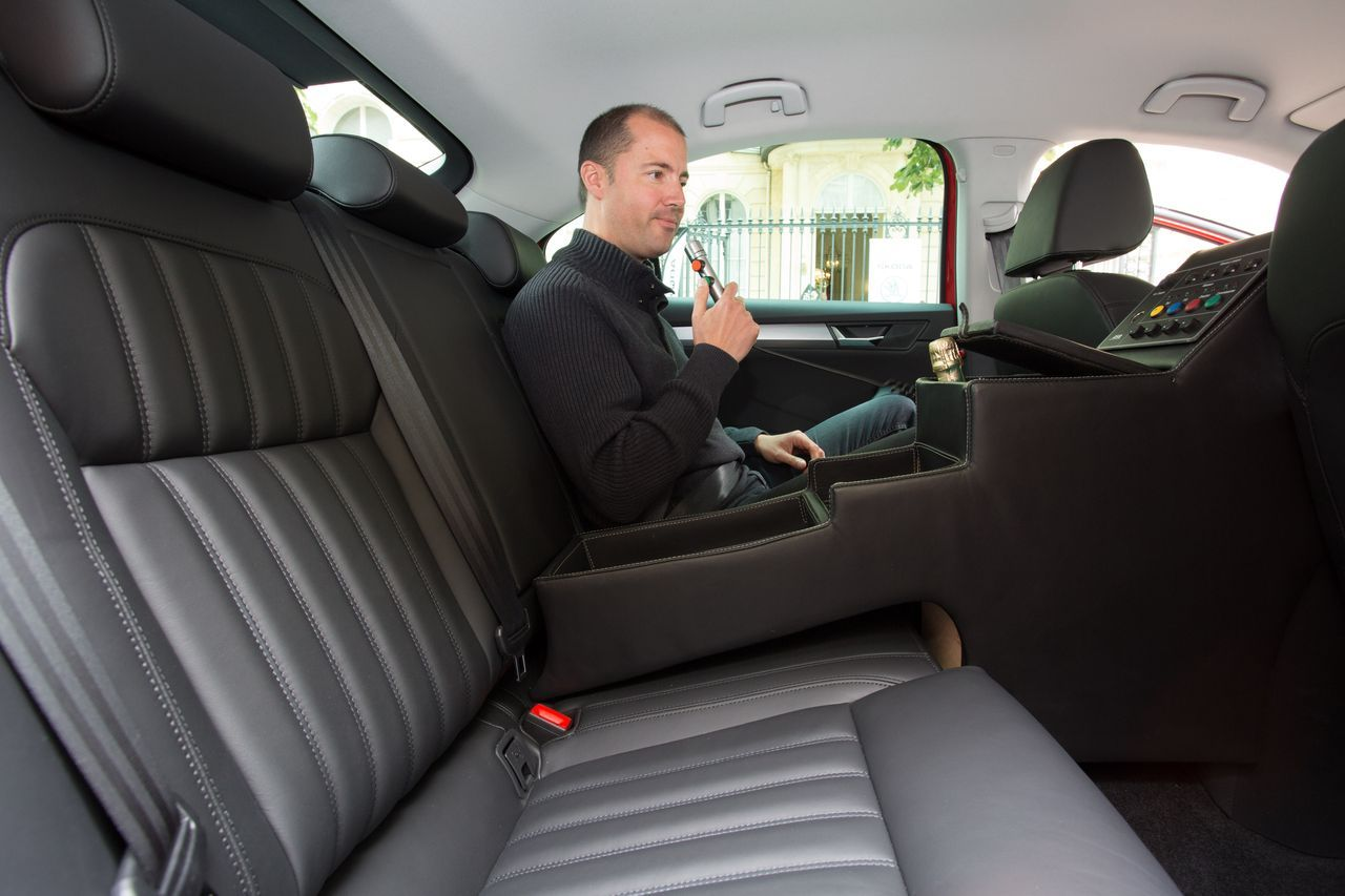 vid o au volant de la skoda superb du directeur du tour de france 2015 photo 44 l 39 argus. Black Bedroom Furniture Sets. Home Design Ideas