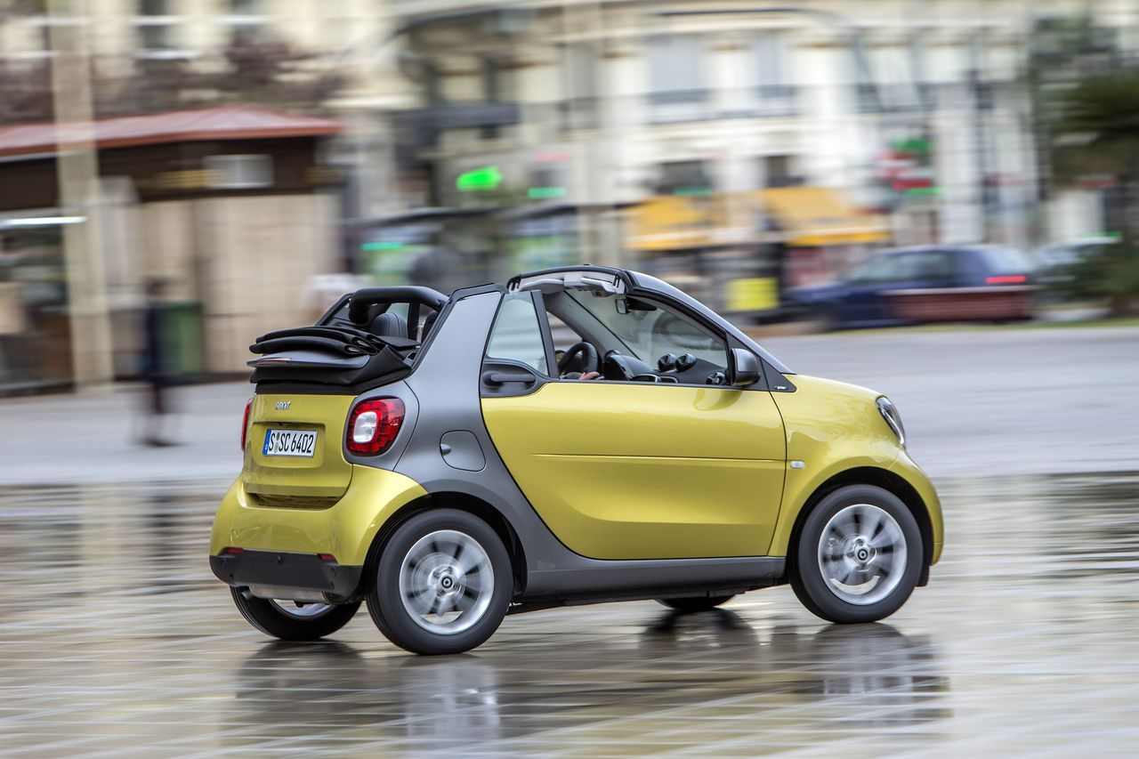 essai smart fortwo cabrio 2016 la grisaille urbaine pas pour moi photo 1 l 39 argus. Black Bedroom Furniture Sets. Home Design Ideas