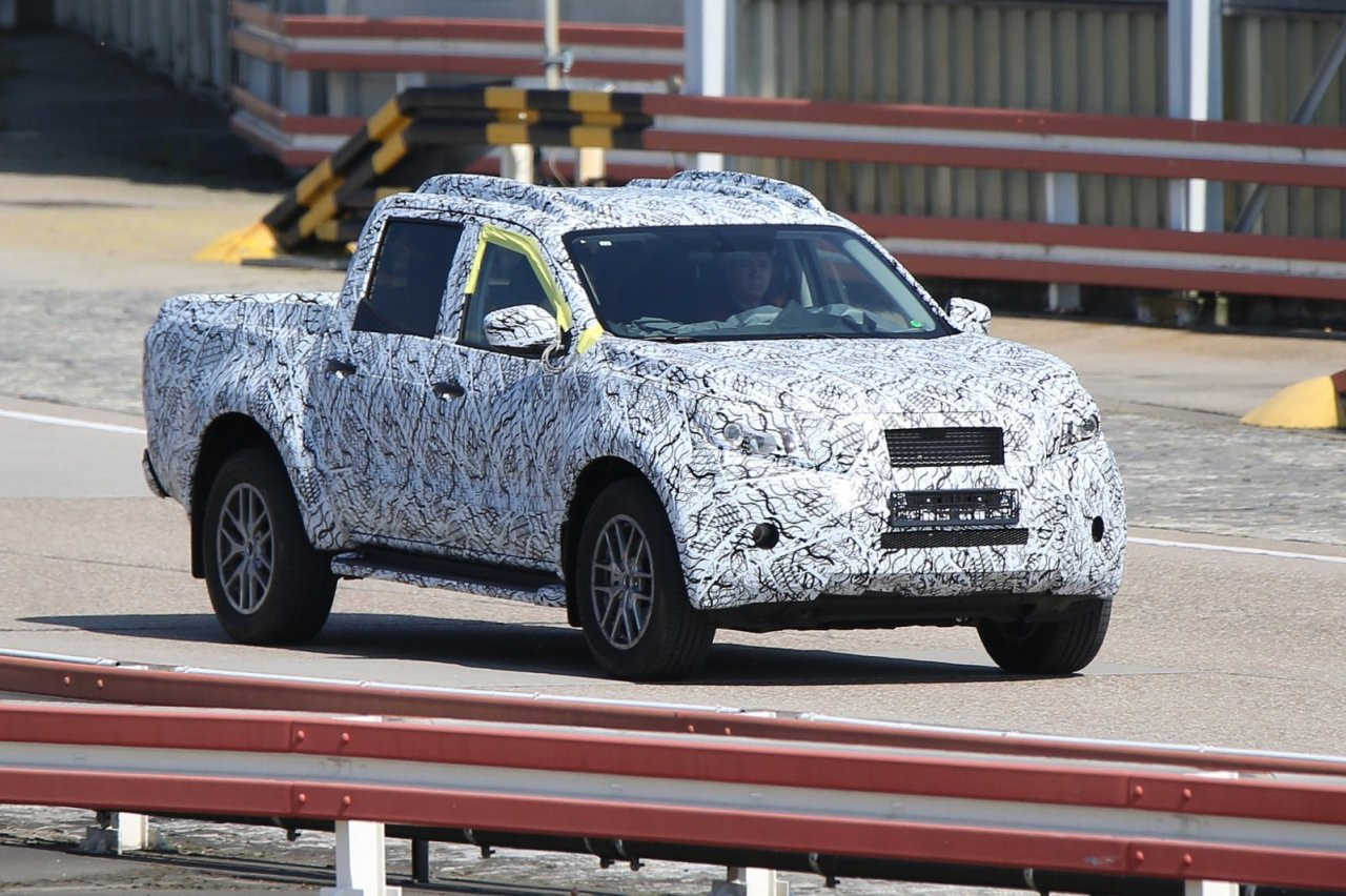 mercedes x class 2017 spyshots du futur pick up mercedes l 39 argus. Black Bedroom Furniture Sets. Home Design Ideas
