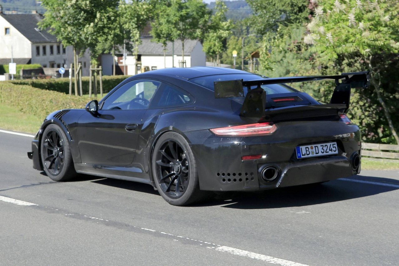 spyshots porsche 911 gt2 rs 2017 en vid o sur le n rburgring photo 8 l 39 argus. Black Bedroom Furniture Sets. Home Design Ideas